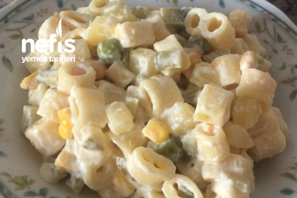 Garnitürüyle Pişen Makarna Salatası Tarifi