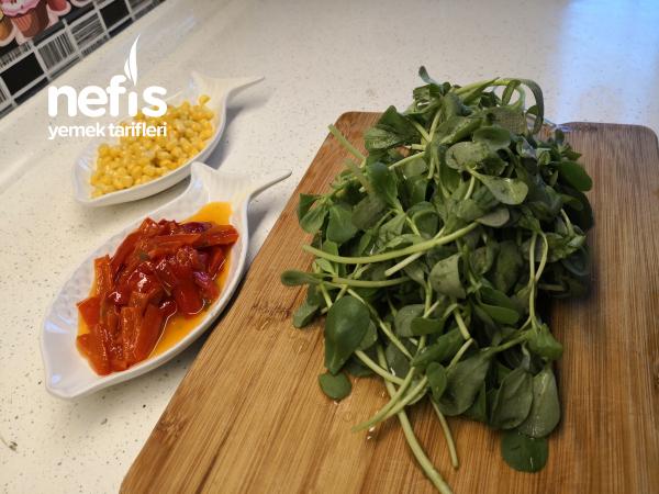 Semizotu Salatası Tarifi – Kırmızı Biberli Mısırlı Semizotu Salatası