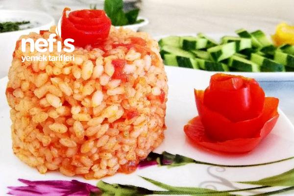 Enfes Domatesli Pirinç Pilavı Tarifi