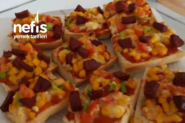 Kahvaltılık Pratik Pizza Ekmekler Tarifi