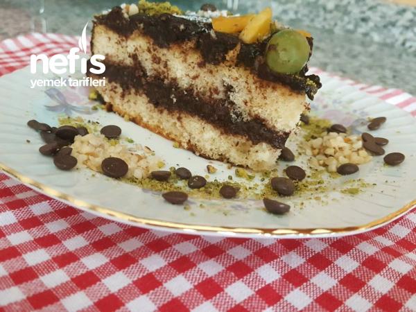 Kolay Yaş Pasta ( Yedikçe Yeme İsteyi Uyandıran Son Derece Hafif Bir Pasta )