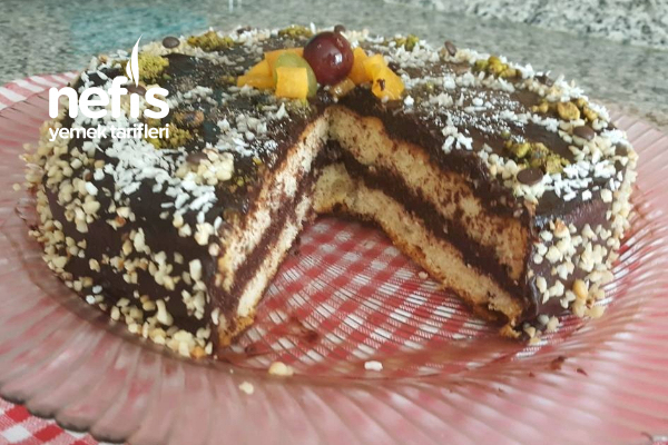 Kolay Yaş Pasta (Yedikçe Yeme İsteği Uyandıran Son Derece Hafif Bir Pasta) Tarifi