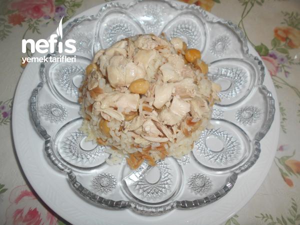 Tavuklu Nohutlu Arpa Şehriyeli Pirinç Pilavı
