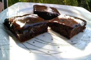 Bol Soslu Çikolatalı Islak Kek Tarifi