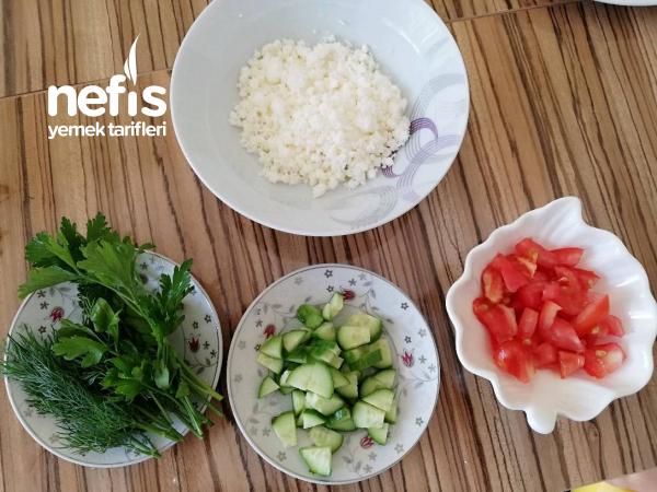 Kahvaltıya Lor Salatası