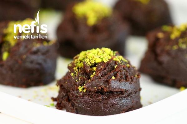 Brownie Tadında Kakaolu Un Helvası (Videolu) Tarifi