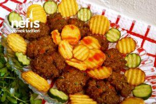 Yumuşacık İrmikli Köfte Ve Patates Kızartması Tarifi
