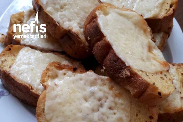 Fırında Kaşarlı Yumurtalı Ekmek Tarifi