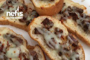 Kahvaltılık Kavurmalı Kaşarlı Ekmekler Tarifi