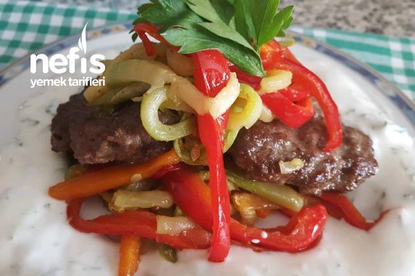 Sebze Soteli Hamburger Köftesi (Yoğurt Sos Eşliğinde Harika Lezzet) Tarifi