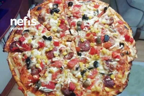 Tarifi Pizzacıdan Ev Pizzası Tarifi