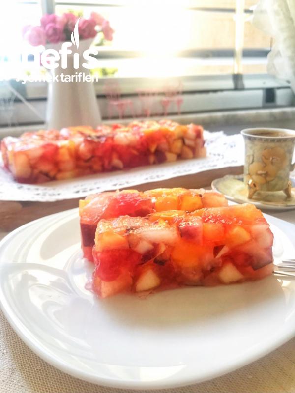 Çilek Jöleli Meyve Salatası