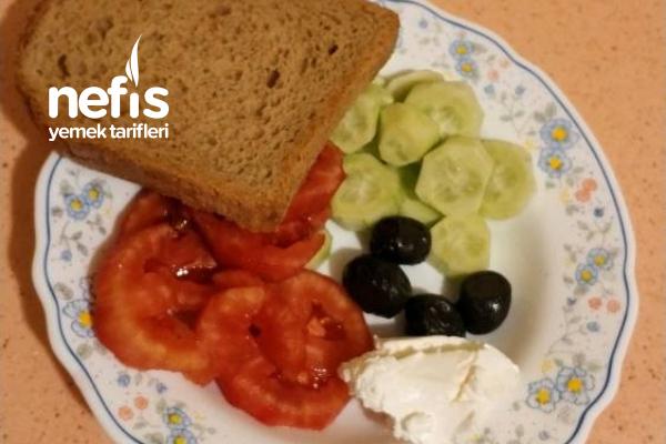 Akşamdan Hazırlanan Kahvaltı Tabağı Ve Ara Öğün