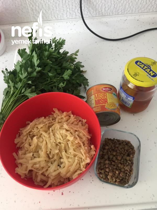 Erişte Makarna Salatası