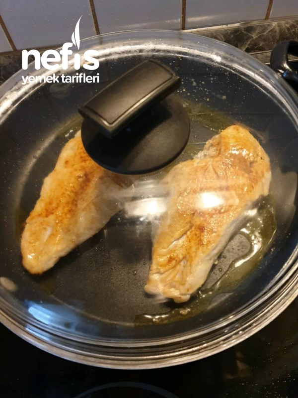 Kızarmış Tavuk Göğüsü (Sosuyla)