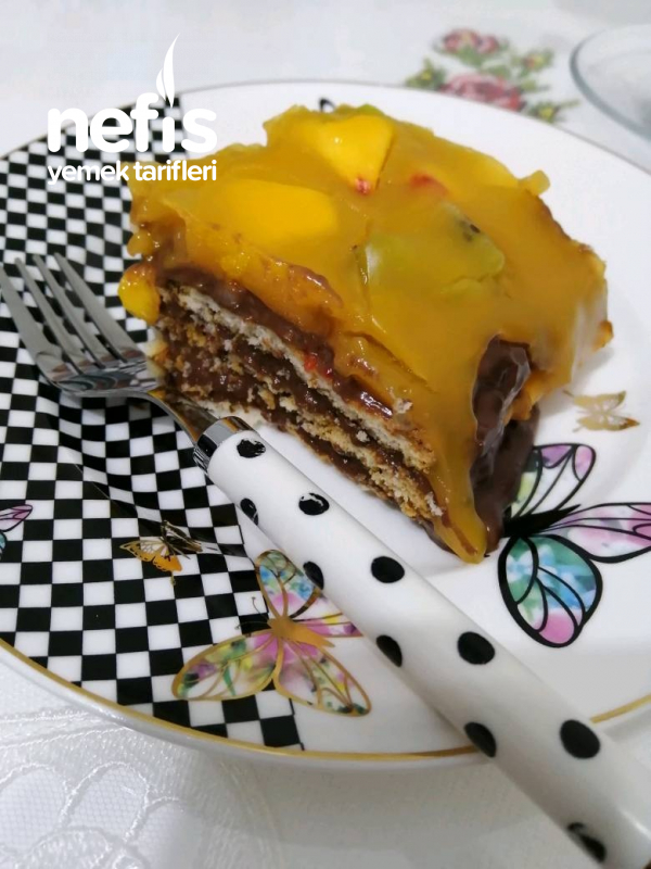 Meyveli Büskivili Pasta