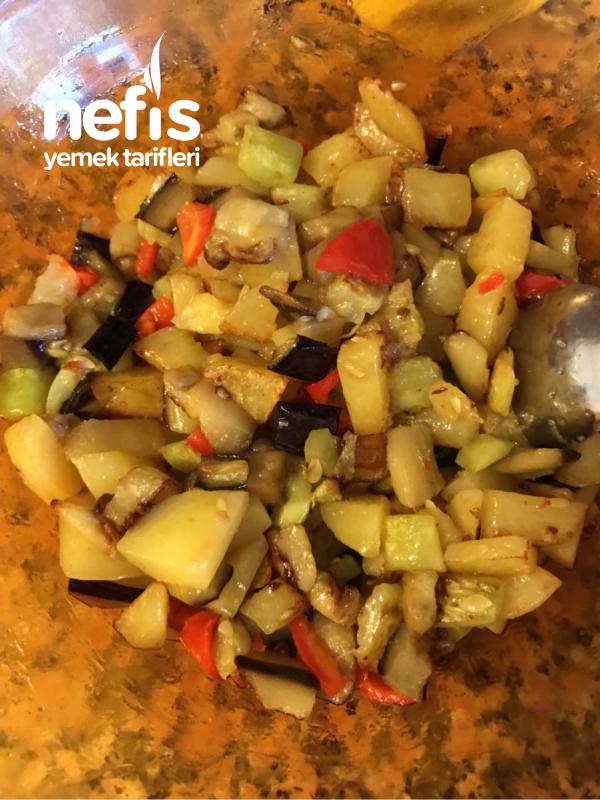 Fırında Sebzeli Biber Dolması