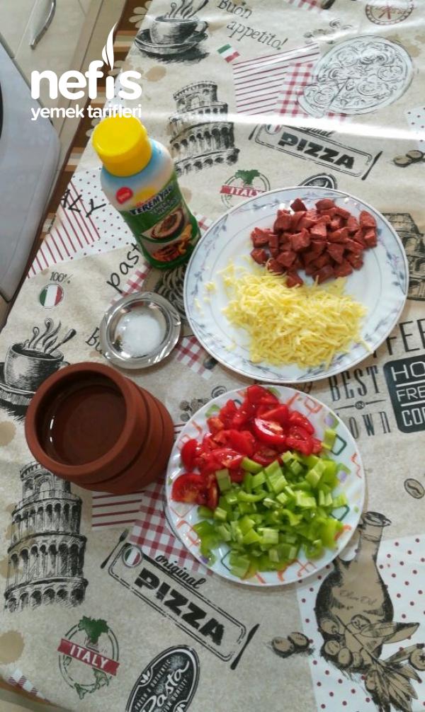 Güveçte Sebzeli Kaşar Peynirli Sucuk