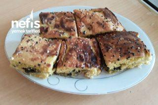 Malatya Usulü (Soğanlı Ispanaklı Ve Çökelekli Börek) Tarifi