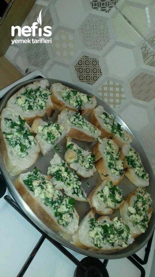 Peynirli Ve Maydanozlu Ekmek