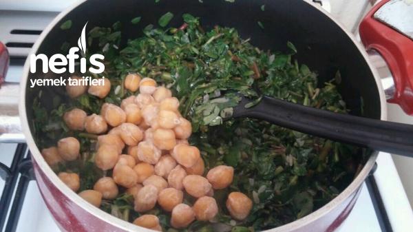 Enfes Yoğurtlu Semizotu Çorbası