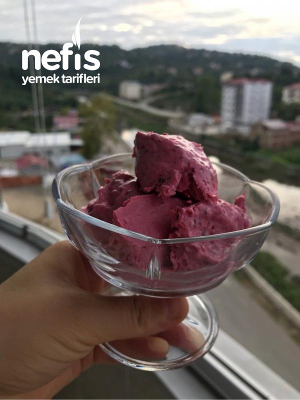 En Kolay Ev Yapımı Böğürtlenli Dondurma (Buzlama Olmaz)