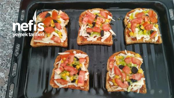 Tost Ekmeginde Pizza