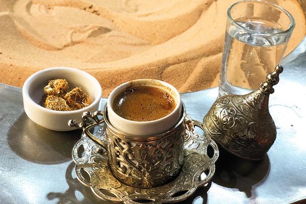 Videolu Resimli: Kumda Kahve Nasıl Yapılır?