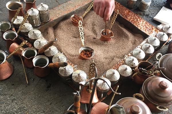 tarihi çınaraltı kahvesi