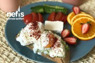 Poşe Yumurtalı Avokadolu Doyurucu Kahvaltı Tabağı Tarifi