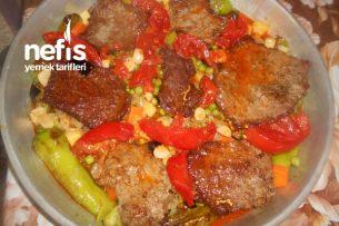 Küp Doğranmış Sebzeli Fırında Büftek Tarifi