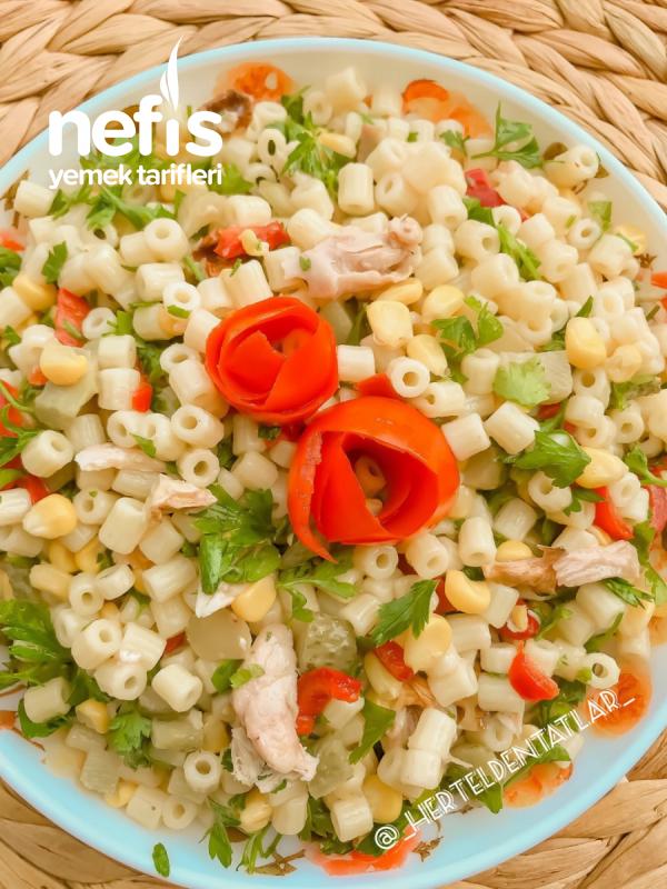 Bol Malzemeli Tavuklu Salata ( Köz Biber Lezzetiyle )