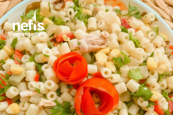 Bol Malzemeli Tavuklu Salata ( Köz Biber Lezzetiyle ) Tarifi
