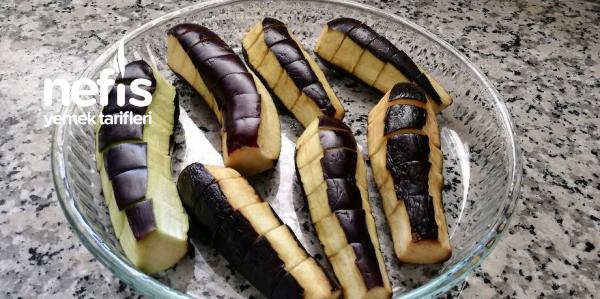 Enfes Sosuyla Fırında Patlıcan Dizme