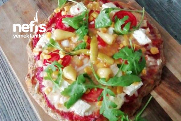 Ton Balık Altlı Pizza (Hamurlara Son) Tarifi
