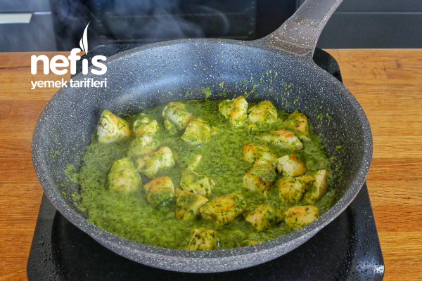 Ispanaklı Pesto Soslu Tavuk ve Kremalı Makarna