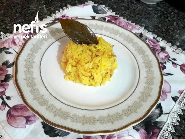 Defneli Zerdeçallı Pirinç Pilavı