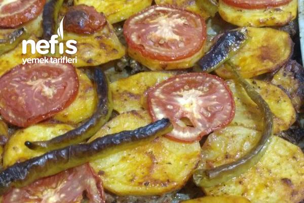 Tepsi Kebabı Üzerinde Patates Tarifi