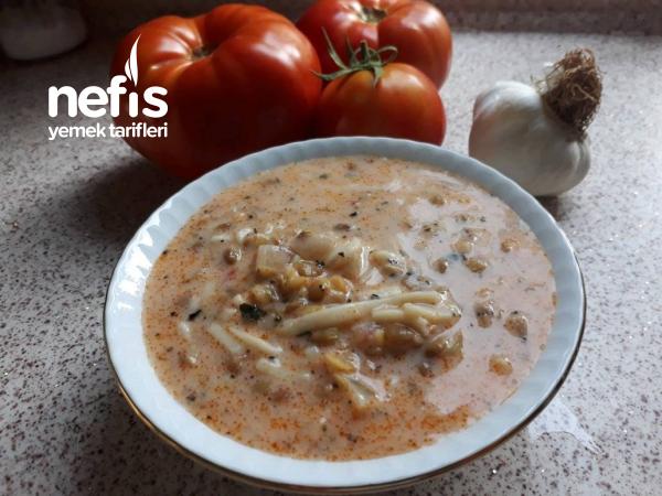Domatesli-Yoğurtlu Yeşil Mercimekli Nefis Erişte Çorbası