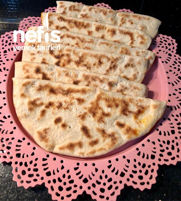 Kıymalı Semiz Otlu Tava Böreği