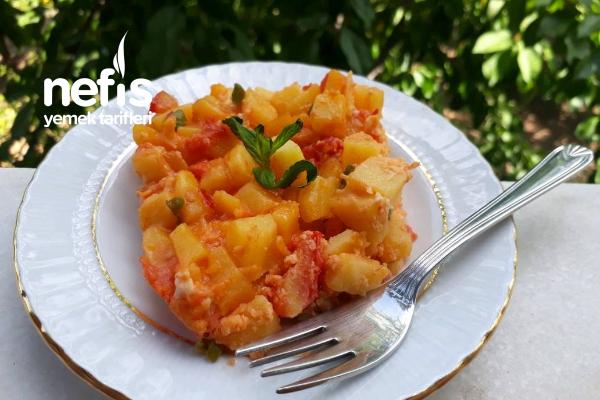 Kahvaltılık Domatesli Patates Omleti Tarifi
