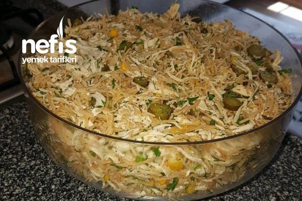 Tel Şehriyeli Tavuk Salatası Tarifi