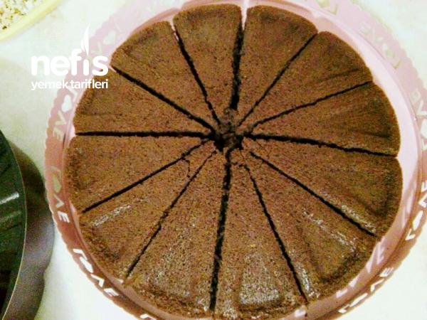 Nemli Dokusuyla Çikolatalı Pay Kek