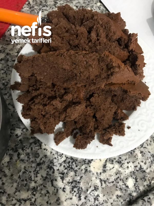 Çikolata Soslu Köstebek Pasta
