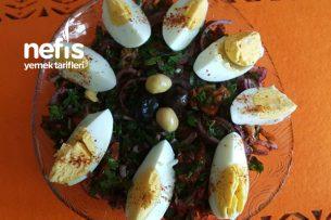 Kuru Domatesli Ve Yumurtalı Soğan Salatası ( Enfes Lezzet ) Tarifi