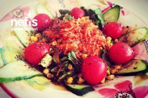 Roka İle Marul Salatası Tarifi