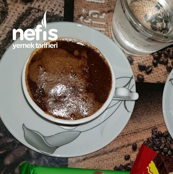 Acayip Köpüren Türk Kahvesi