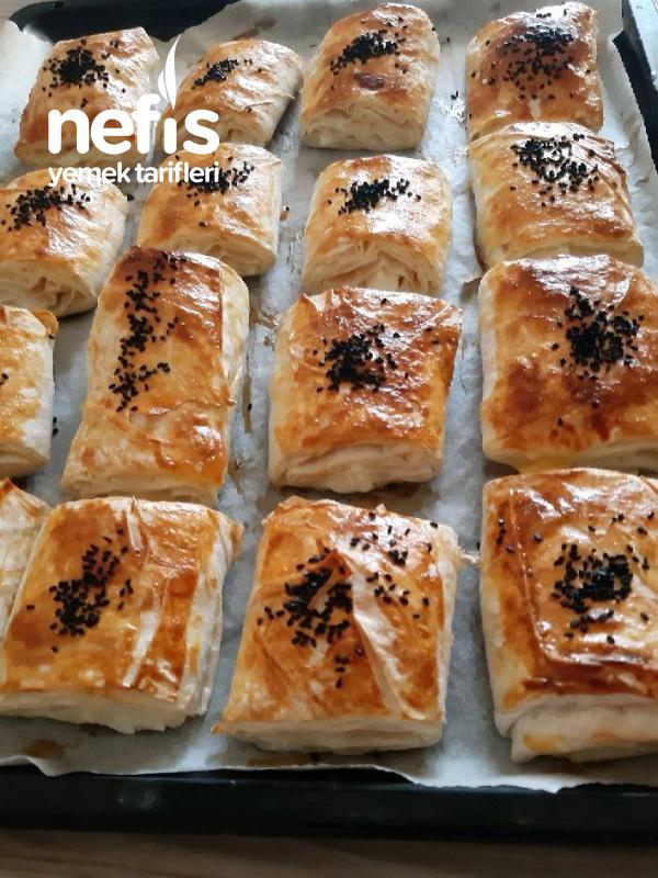 Dilimli Peynirli Puf Puf Pratik Börek ( Kurtarıcınız Olacak )
