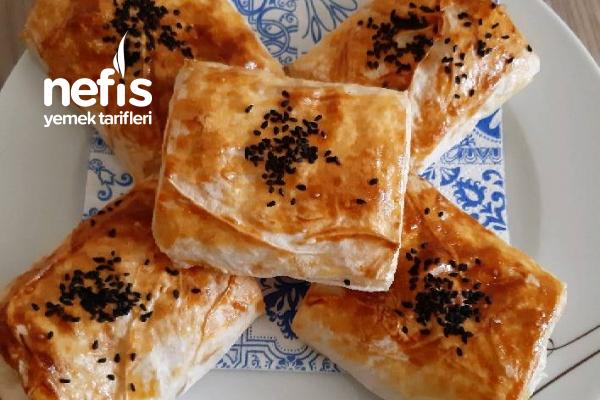 Dilimli Peynirli Puf Puf Pratik Börek ( Kurtarıcınız Olacak ) Tarifi