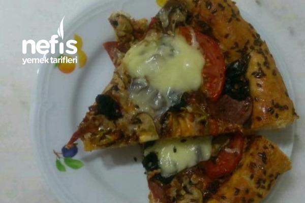 Karışık Pizza Efnanlı Sosuyla Harika Tarifi